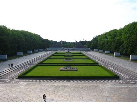 Sowjet-monument (Treptower Park) - Wikipedia