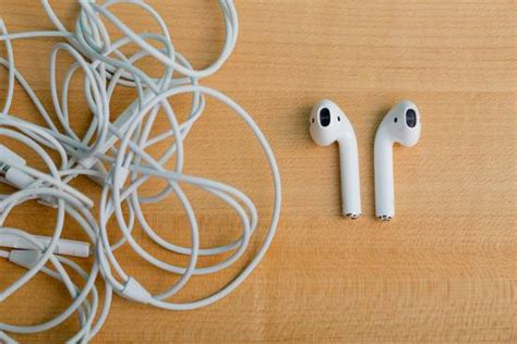Best Wireless Earbuds: Apple's AirPods (Yes, Those Ugly
