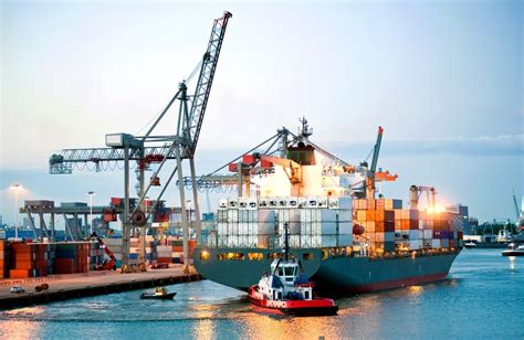 Tanker or Container Ship: Which is Better For Seafarers?